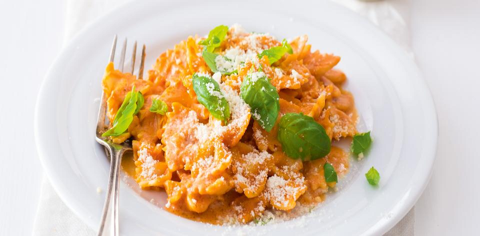 Těstoviny se smetanovo-rajčatovou omáčkou