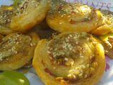 Šneci z listového těsta s Nivou a ořechy recept