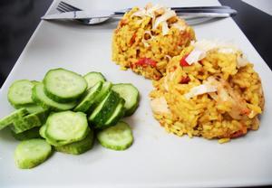 Curry rizoto s kuřecím masem a rajčátky