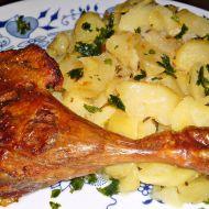 Pečená kachní stehna s brambory na cibulce a kmínu recept ...