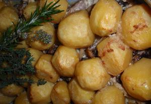 Bylinkové vepřové s bramborem a žampiony