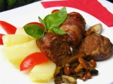 Bylinkové válečky ve slanině s lesními houbami recept  TopRecepty ...