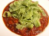Špenátové domácí těstoviny s rajčatovou omáčkou recept ...