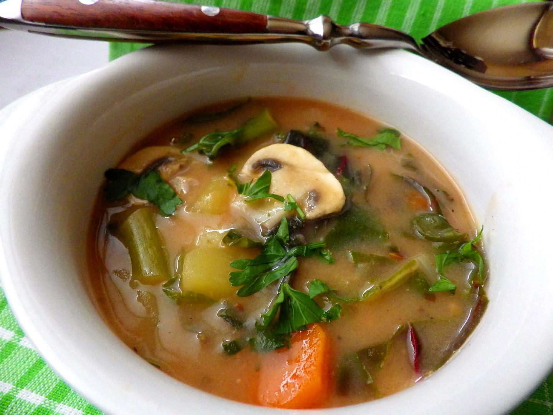 Mangoldová polévka se žampiony a bramborem recept ...