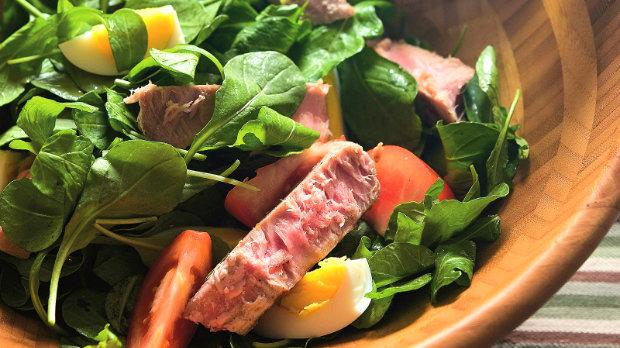 Pestrý salát s tuňákem
