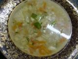 Květáková polévka se slaninovými nočkami a barevnou zeleninou ...