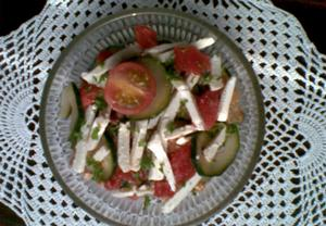 Rajčatový salát s cuketou a mozzarellou