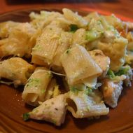 Zapečené těstoviny s brokolicí, sýrem a kuřecím masem recept ...