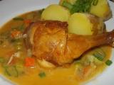 Pečená kuřecí stehna s jemnou omáčkou z pórku, mrkve a cukety ...