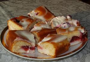 Pudinkový koláč s ovocem