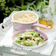 Salát z kuskusu s kozím sýrem a brusinkami recept