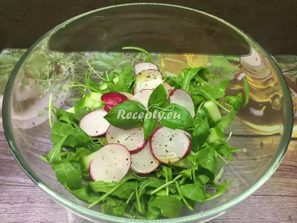 Salát z rukoly a ředkviček recept  saláty