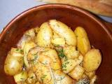 Kuřecí stehna na pórku s pečenými brambory a uzenou paprikou ...