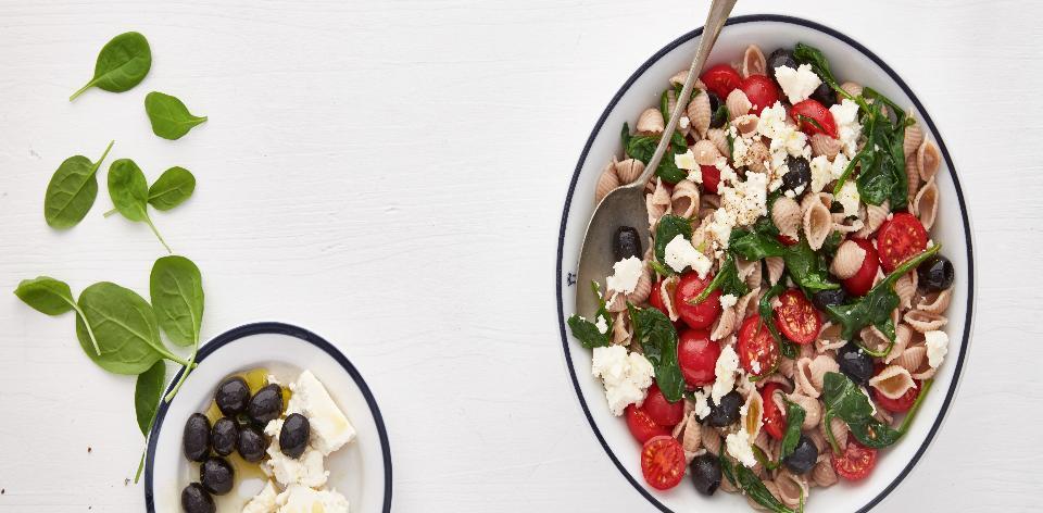 Řecký salát s těstovinami