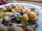 Cizrnový salát s tuňákem a olivami recept