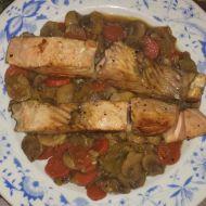 Aliho divoký losos na zelenině a žampionech recept