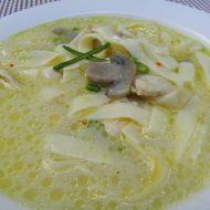 Pikantní kuřecí polévka na zázvoru s houbami recept