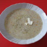 Květáková polévka s čerstvým sýrem recept
