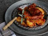 Uzená kuřecí stehna na leču a bramborech recept