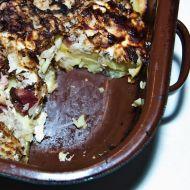 Zapečené brambory s uzeným, zelím a slaninou recept