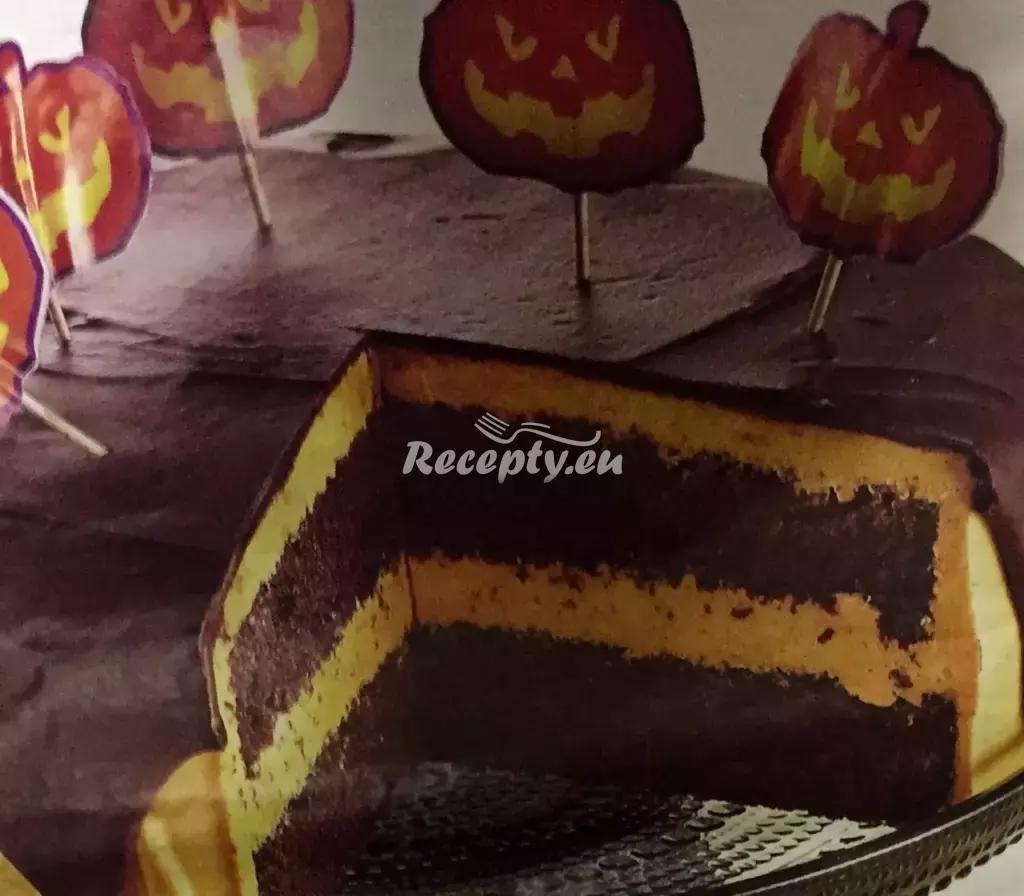 Halloweenský kakaový dort s dýňovým krémem a čokoládovou ...
