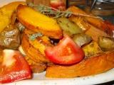 Dýně Hokkaido pečená s bramborem, okořeněná drcenou hlívou a ...