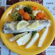 Pstruh s brambory a zeleninou recept