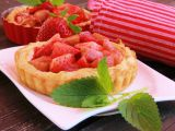 Rebarborové koláčky s jahodami a jogurtem recept