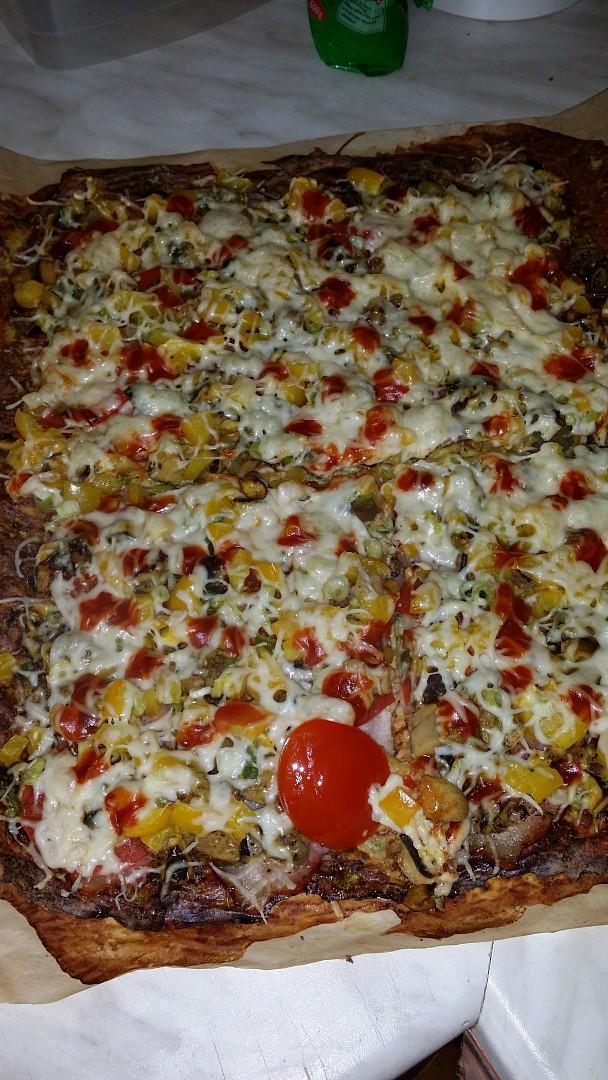 Pizza na cuketovém těstě bez mouky recept
