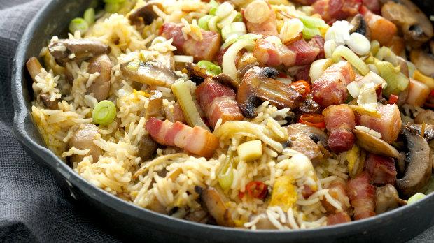Smažená rýže s uzeným masem
