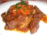 Daub de boeuf (dušené hovězí maso s červeným vínem, česnekem ...