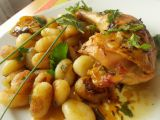 Pečená kuřecí stehna s rukolovým olejem, uzeným česnekem a ...