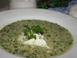 Špenátová polévka se zakysanou smetanou a nivou recept ...
