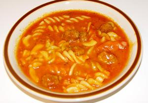 Vydatná rajská polévka s masovými kuličkami