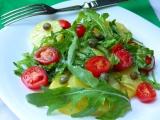 Pikantní bramborový salát s rukolou recept