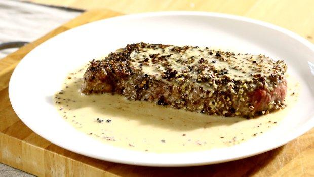 VIDEO: Steak s pepřovou krustou a omáčkou z hrubozrnné hořčice ...