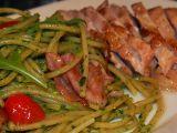 Celozrnné těstoviny s rukolovým pestem a grilované krůtí prso ...