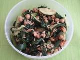 Výborný salát s cizrnou a lososem recept