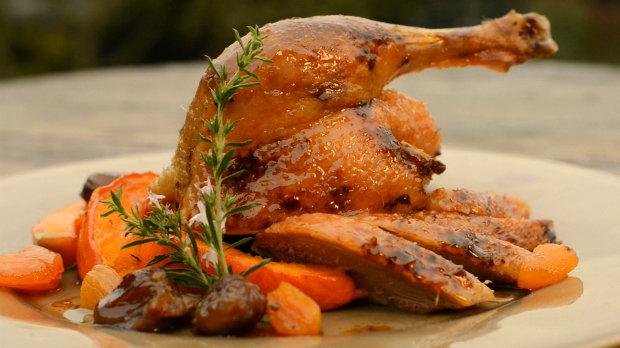 Pomalu pečená kachna s meruňkami a kaštany a křupavá dýně ...