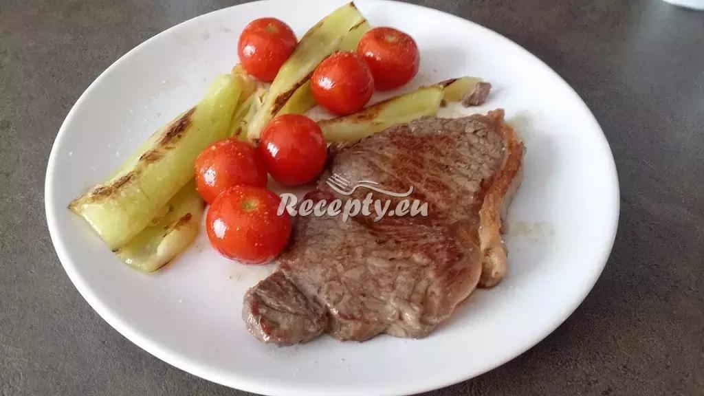 Hovězí rib-eye steak na cibulce recept  hovězí maso