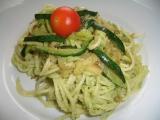 Těstoviny s brokolicovým pestem a cuketou recept
