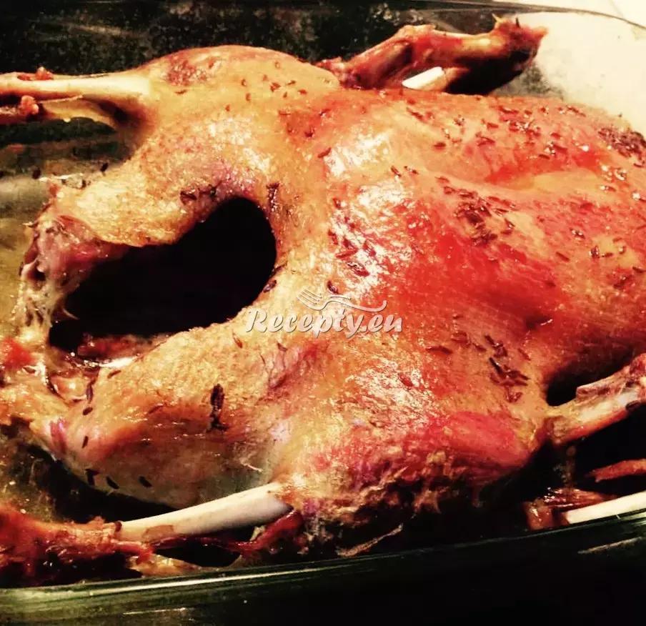 Husa pečená na bramborách recept  drůbeží maso