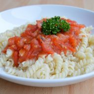 Těstoviny s rajčatovo-česnekovou omáčkou recept