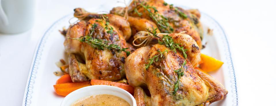 Jarní kuřátka s česnekovo-tymiánovým máslem