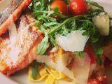 Pstruh lososovitý s tagliatelle a zeleninou recept