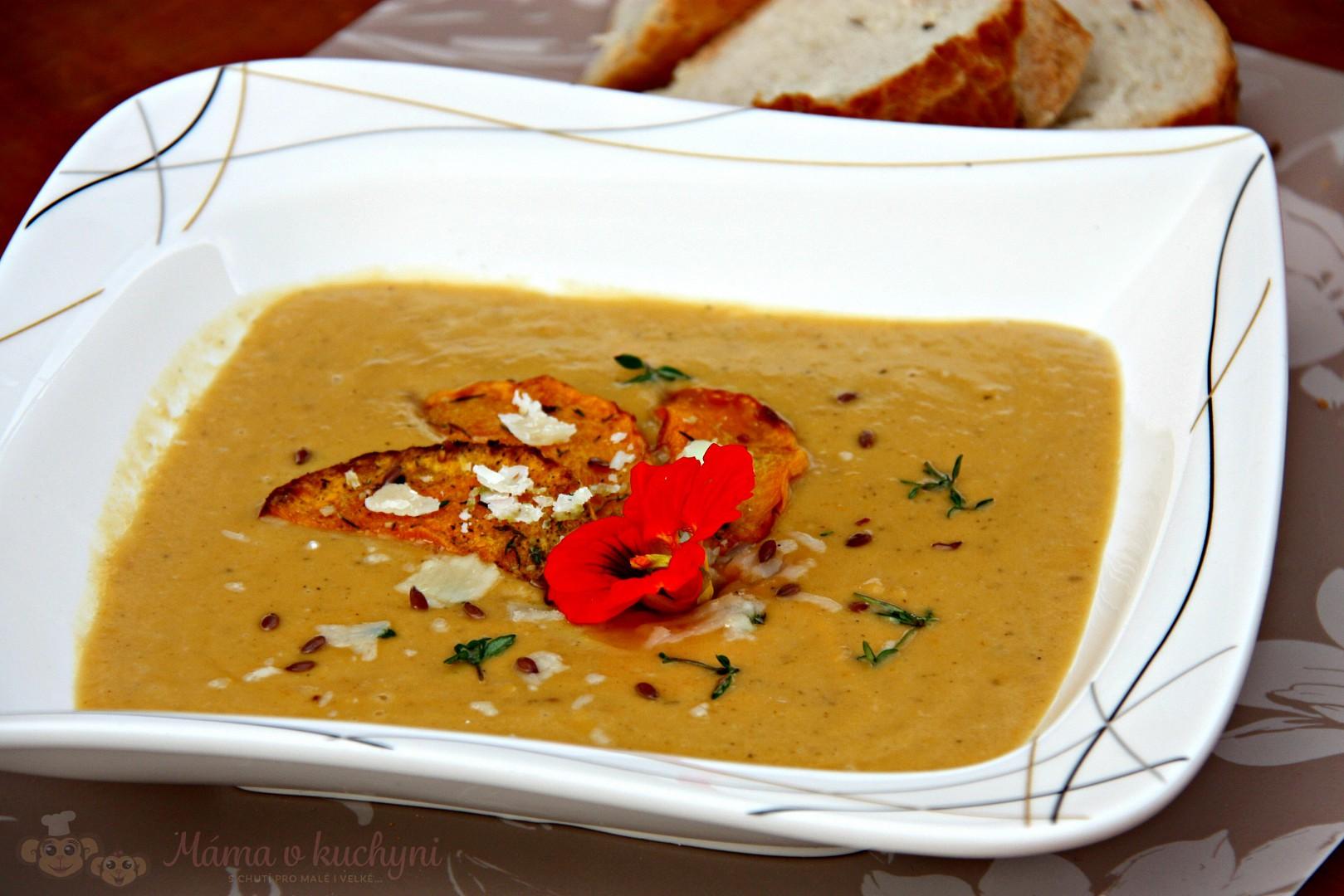 Pečená batátovo-dýňová krémová polévka recept
