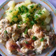 Pečená kuřecí stehna s nádivkou okolo recept