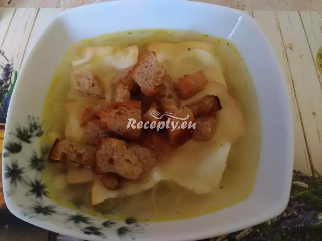 Jablečná cibulačka se sýrovými krutony recept  polévky