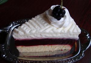 Ostružinový dort (řez) se smetanovým krémem