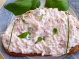 Ředkvičková pomazánka s chutí uzeného sýra a bylinek recept ...
